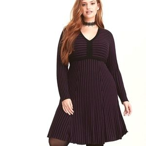 Torrid size 00 purple and black long sleeve dress